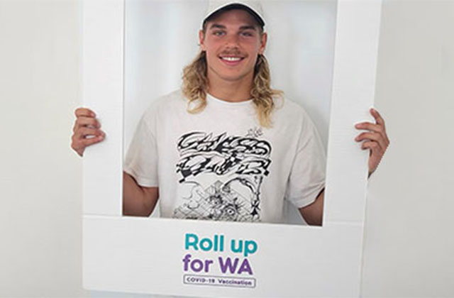 Western Bulldogs player Bailey Smith gets vaccinated for COVID-19